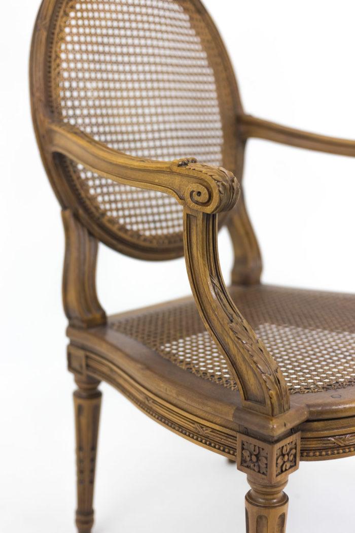 fauteuils style louis xvi accotoir