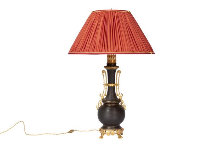 lampe tôle guillochée bronze doré