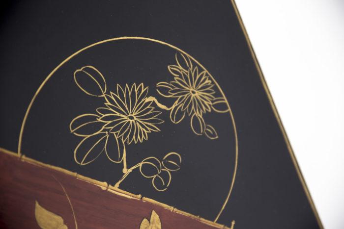 bouts de canapé laque décor chinoisant fleurs
