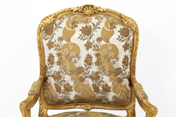fauteuil style louis XV bois doré dossier