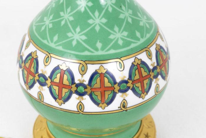 lampes porcelaine de paris décor blasons frise