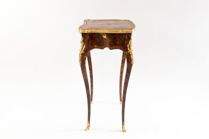 petite table style louis xv marqueterie rinceaux