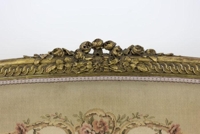 canape style transition bois dore tapisserie dossier sculpté