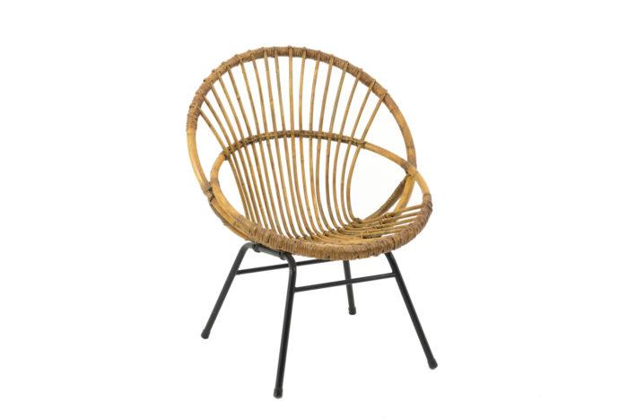 fauteuil rotin pietement metal tubulaire noir angle