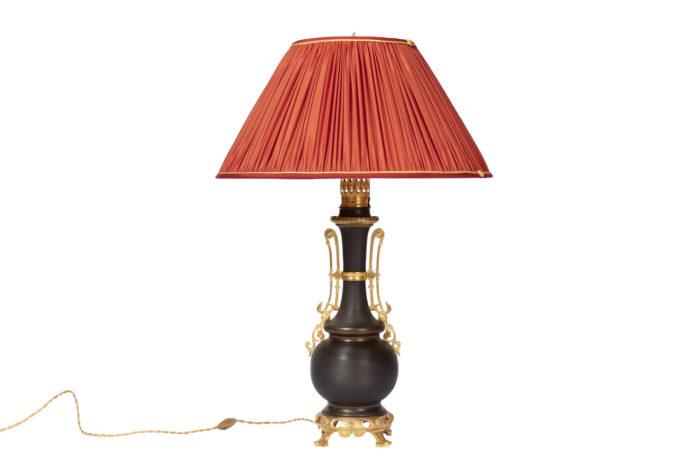 lampe tôle guillochée marron bronze doré