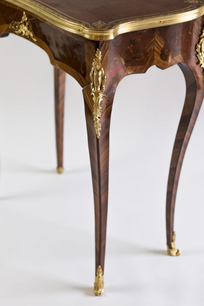 petite table style louis xv pied galbé