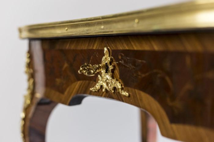 petite table style louis xv serrure bronze doré
