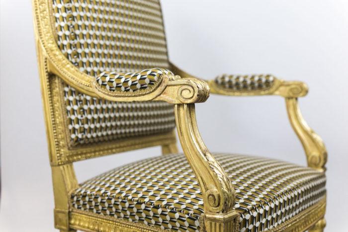 fauteuil style louis xvi bois doré accotoirs
