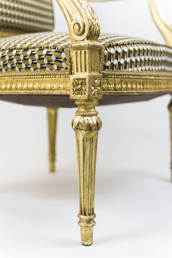fauteuil style louis xvi bois doré pied sculpté
