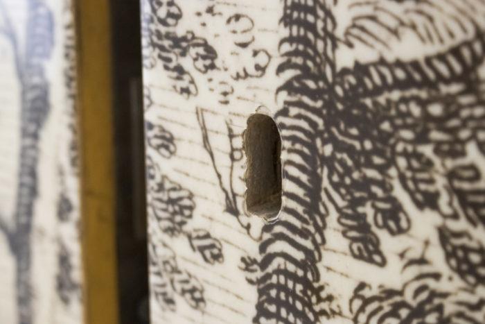 fornasetti portes papier peint serrure