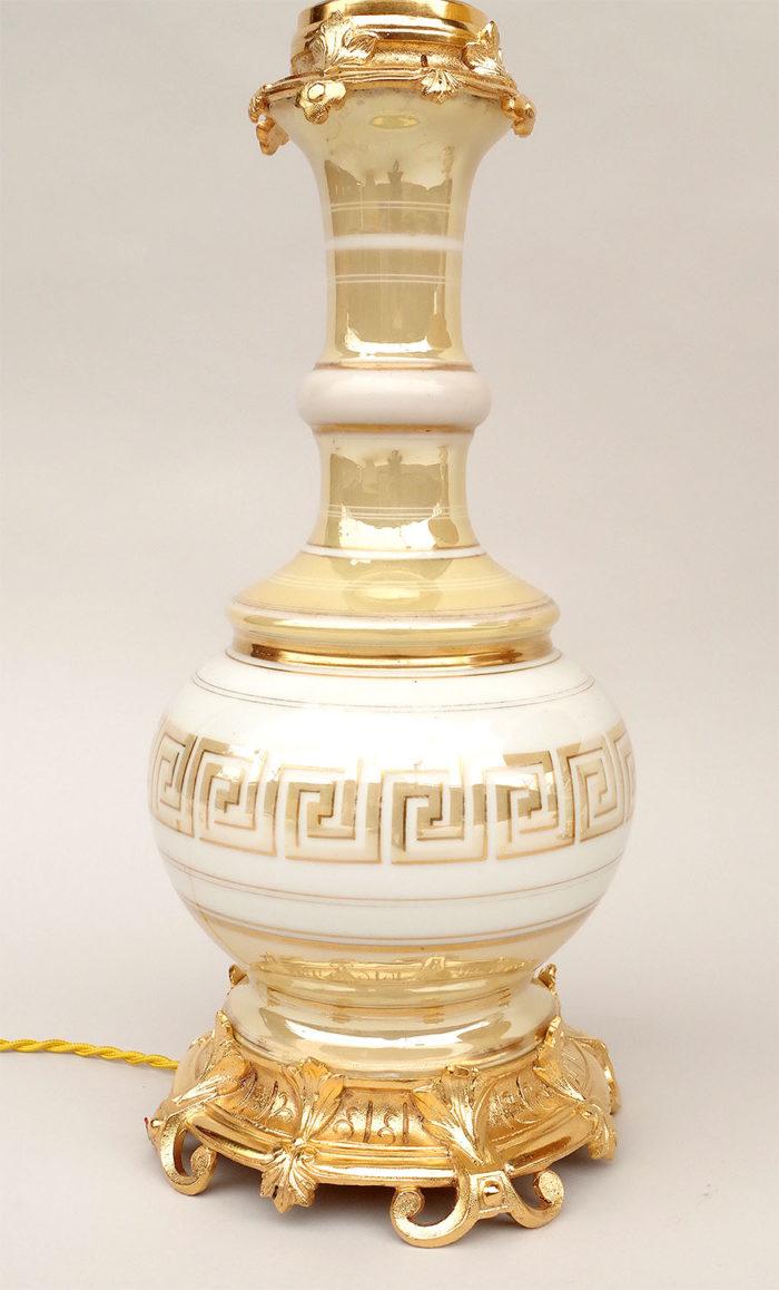 lampe porcelaine irisée creme or grecques