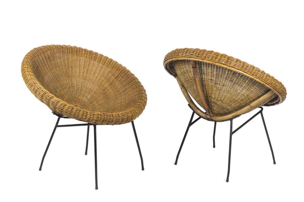 Paire de fauteuils soleil en rotin et métal noir, années 1950