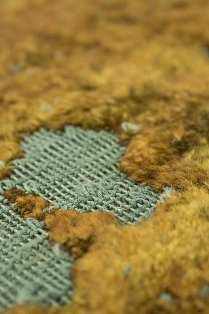 tapis persan travail contemporain ocre et bleu détail 3