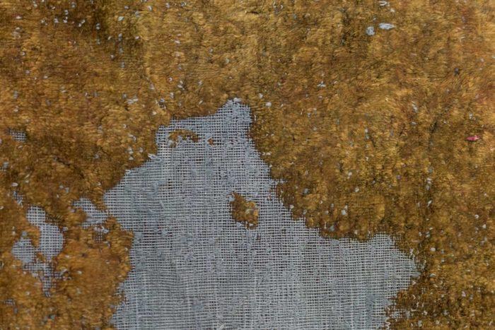 tapis persan travail contemporain ocre et bleu détail 4