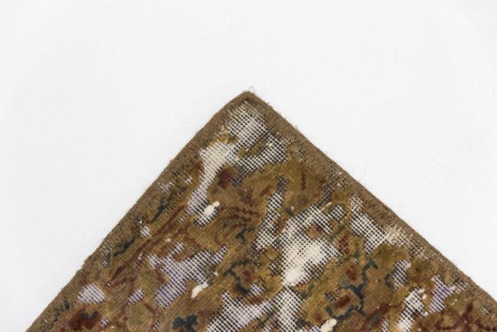 tapis persan travail contemporain ocre et creme angle