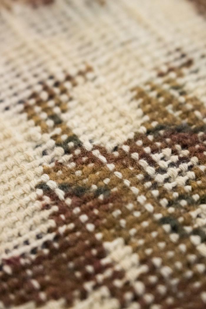 tapis persan travail contemporain ocre et creme détail 5
