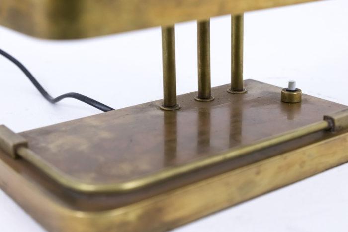lampe bauhaus laiton doré détail base