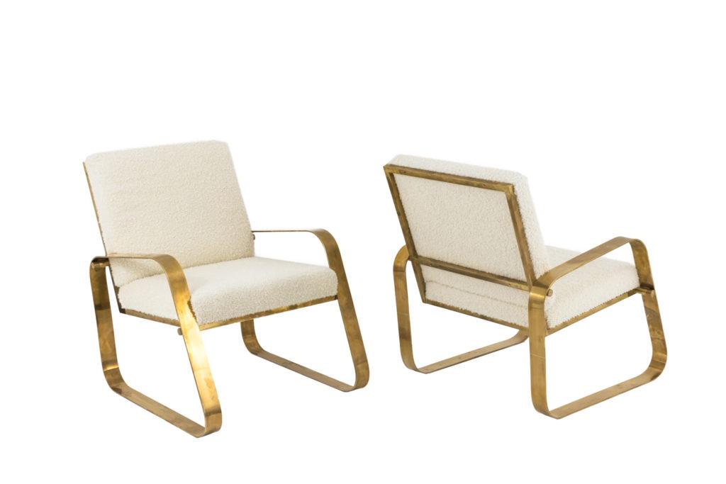 Paire de fauteuils modernes en laiton doré brossé, travail contemporain