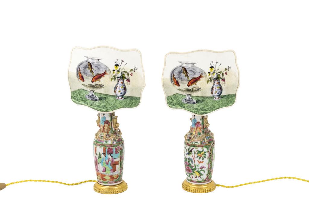 Paire de petites lampes en porcelaine de Canton à écrans, vers 1880