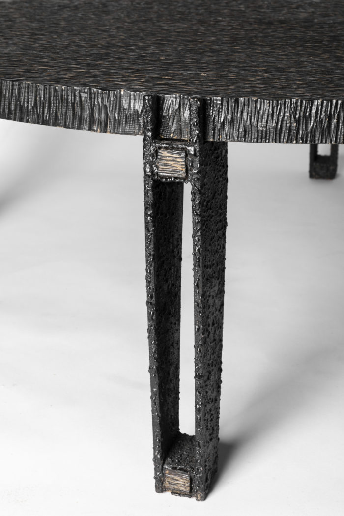 table basse pied metal noir texture