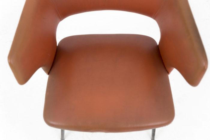 fauteuil skai orange métal laqué noir 1950's assise