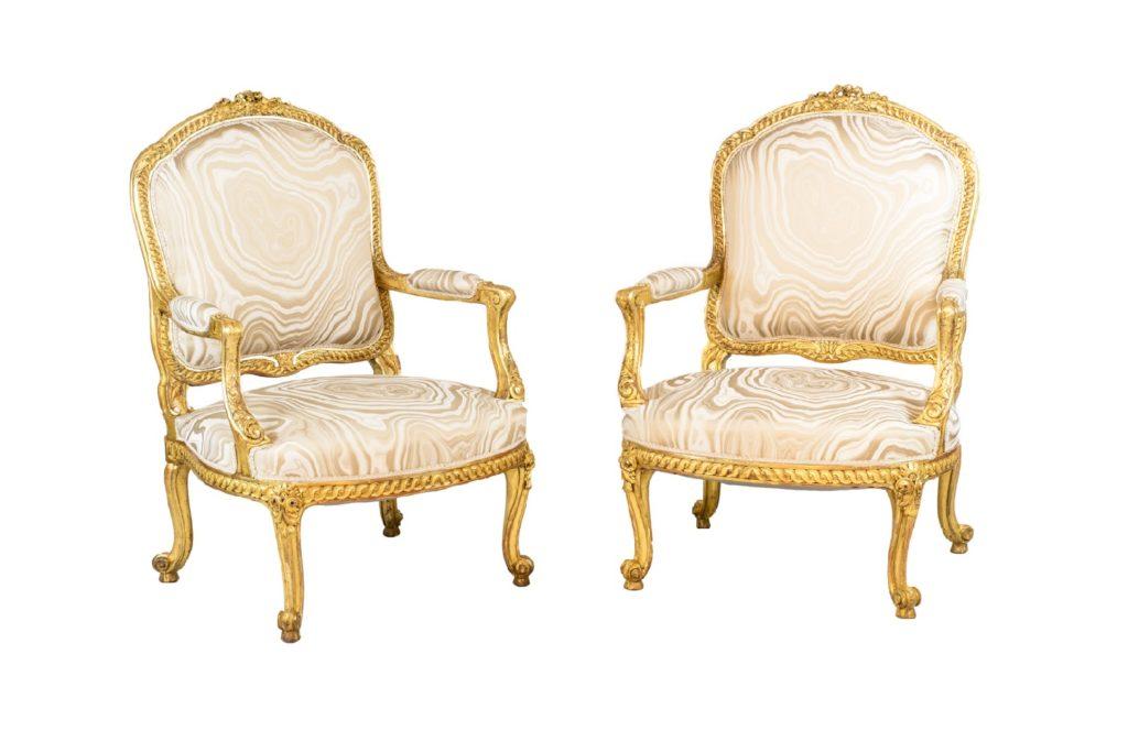 Paire de fauteuils style Transition en bois doré, vers 1880