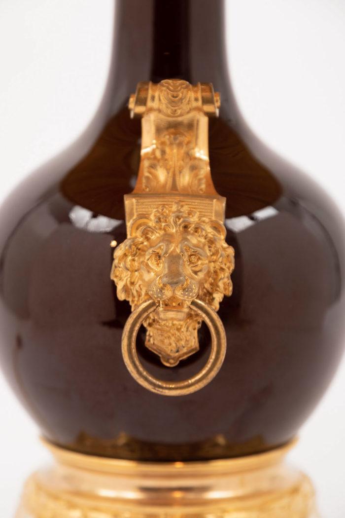 lampe porcelaine anses lion anneau bronze doré