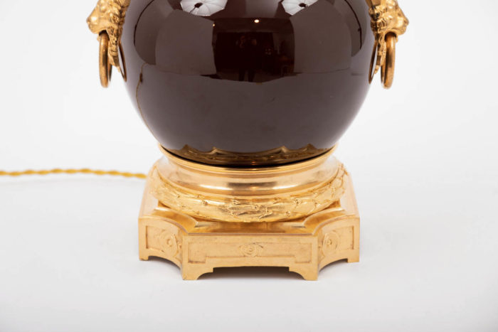 lampe porcelaine sang-de-boeuf base bronze doré
