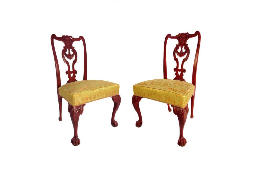 Paire de chaises style Chippendale en bois laqué rouge, vers 1880
