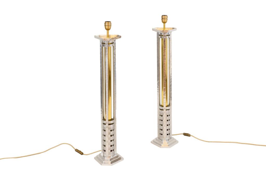 Paire de grandes lampes, fonte d'aluminium et bronze doré, années 1970