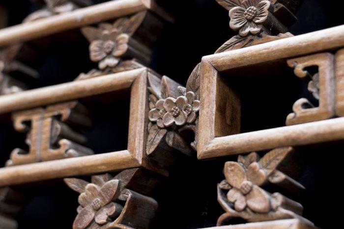 portes style chinoisant détail fleurs