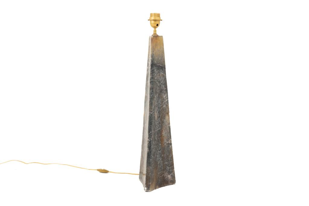 Lampe en onyx de forme triangulaire, XXe siècle