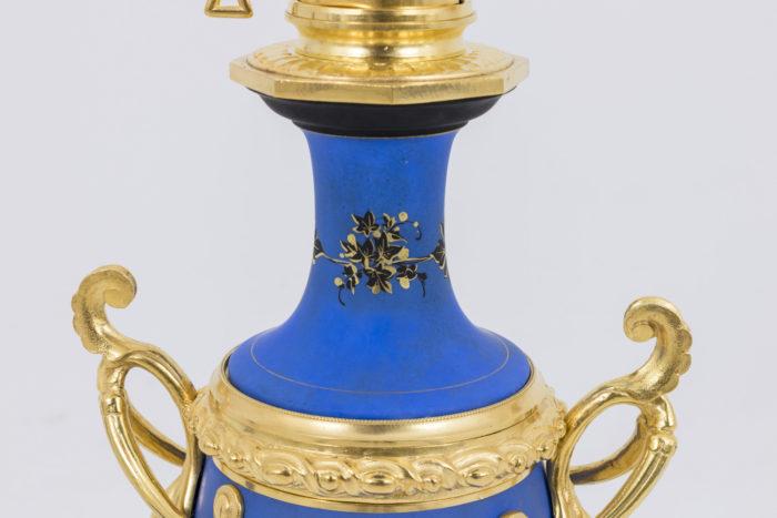 lampe porcelaine bleue frise col