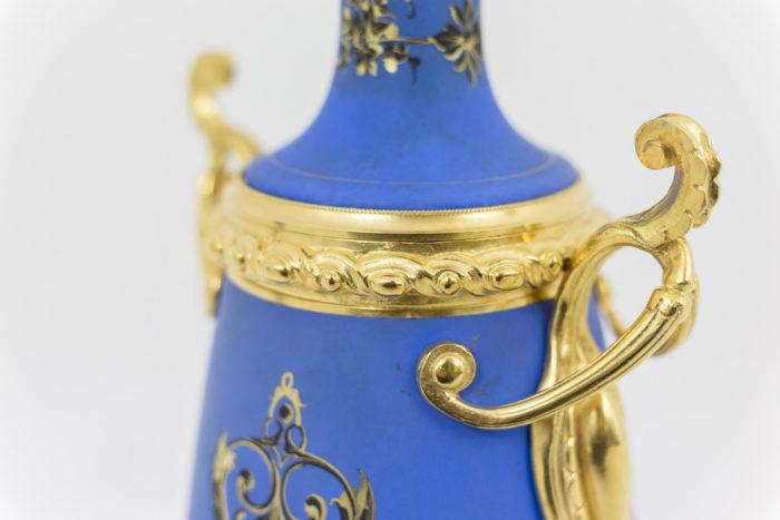 lampe porcelaine bleue poignee etrusque