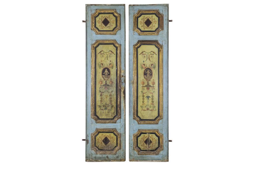 Paire de portes d'apparat en bois à décor de grotesques, XVIIIe siècle