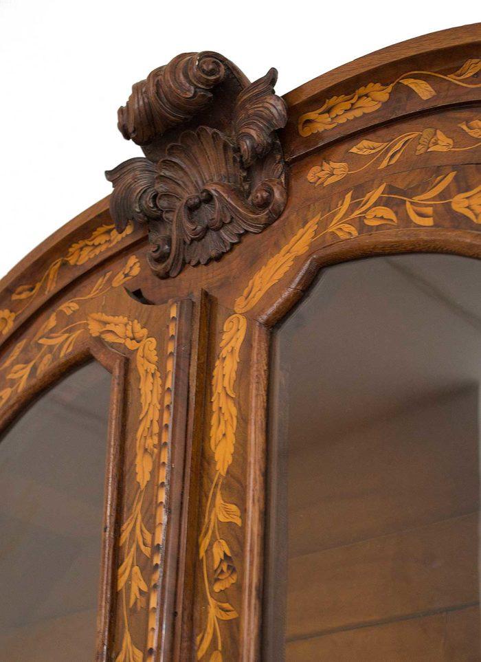 vitrine-hollandaise-coquille-fronton