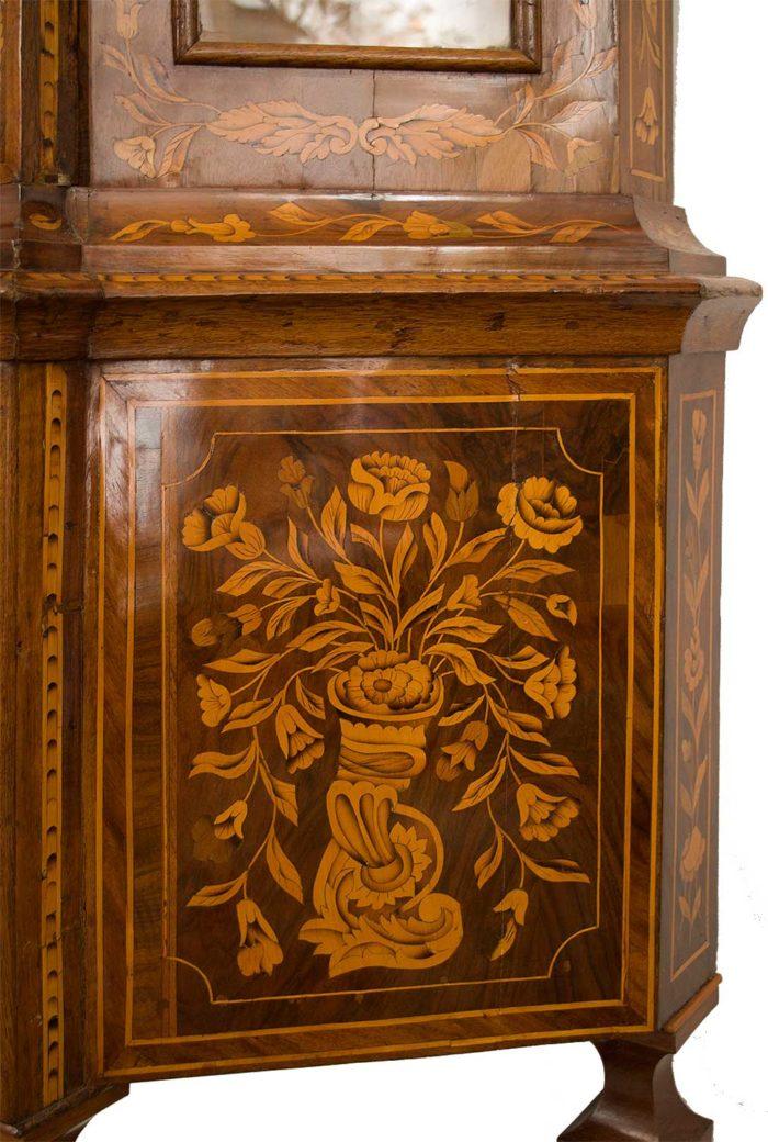 vitrine-hollandaise-detail-marqueterie-florale