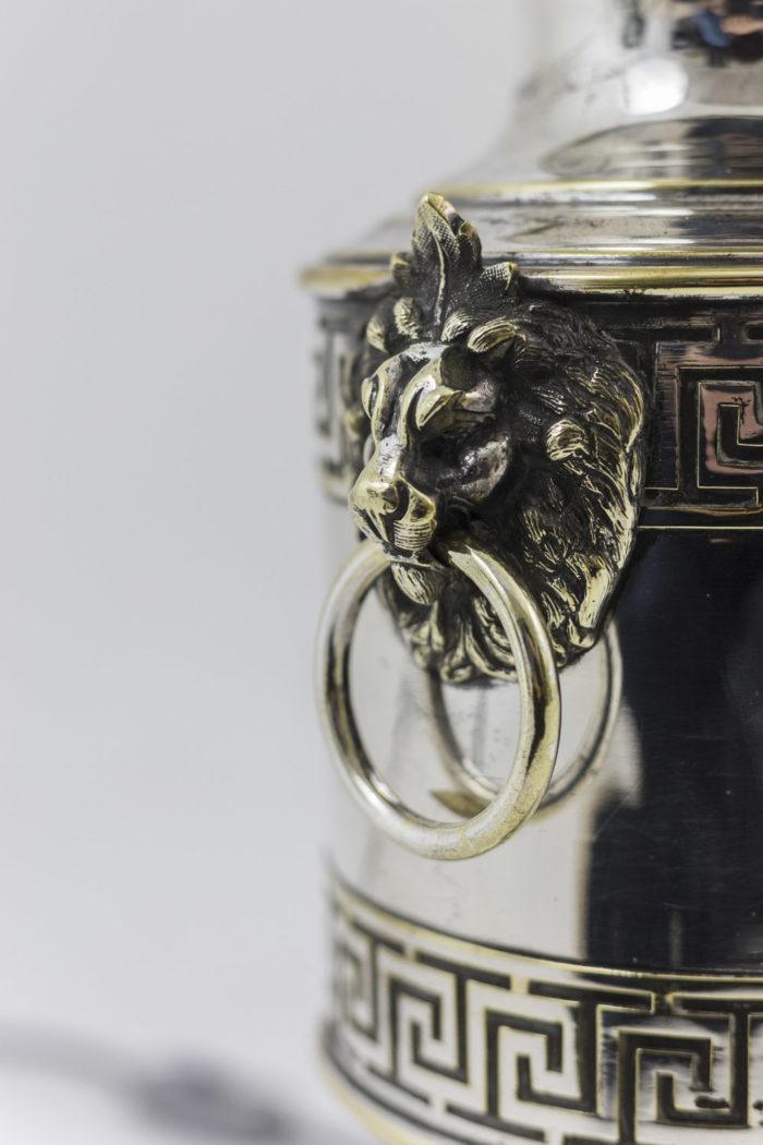 lampes métal argenté anses tête de lion