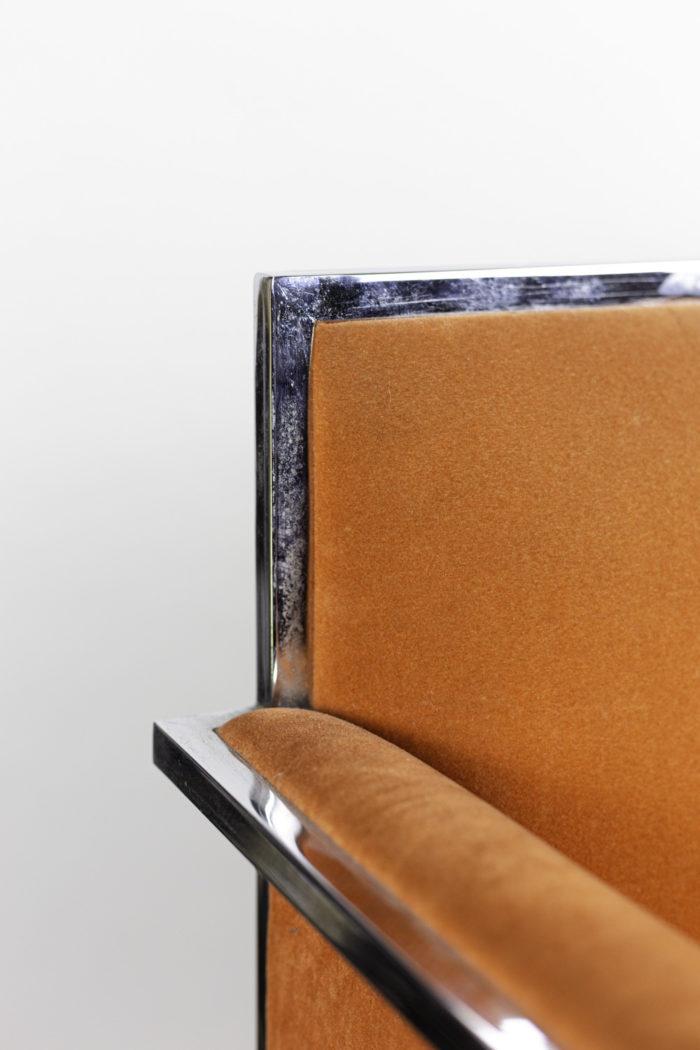 fauteuil métal chromé suédine orange détail