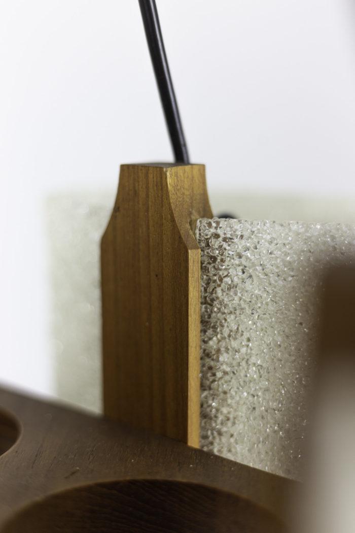 suspension résine granitée bois détail 2