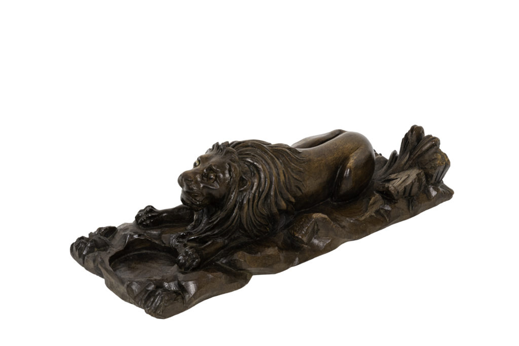 Inkwell in walnut figuring a lion, circa 1880