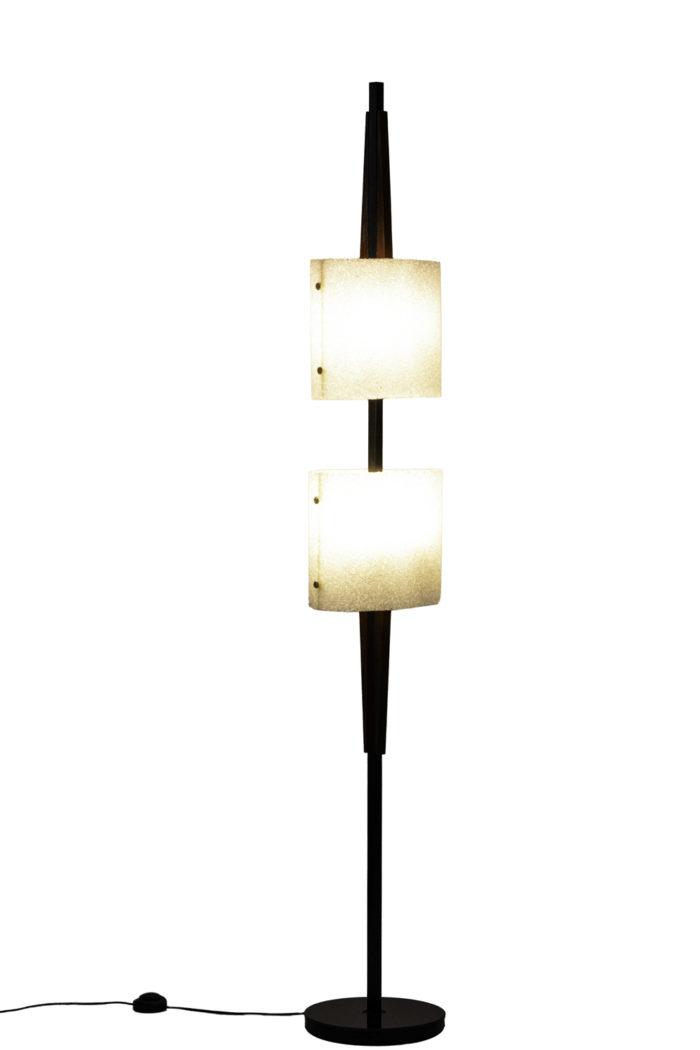 lampadaire résine granitée bois métal laqué noir