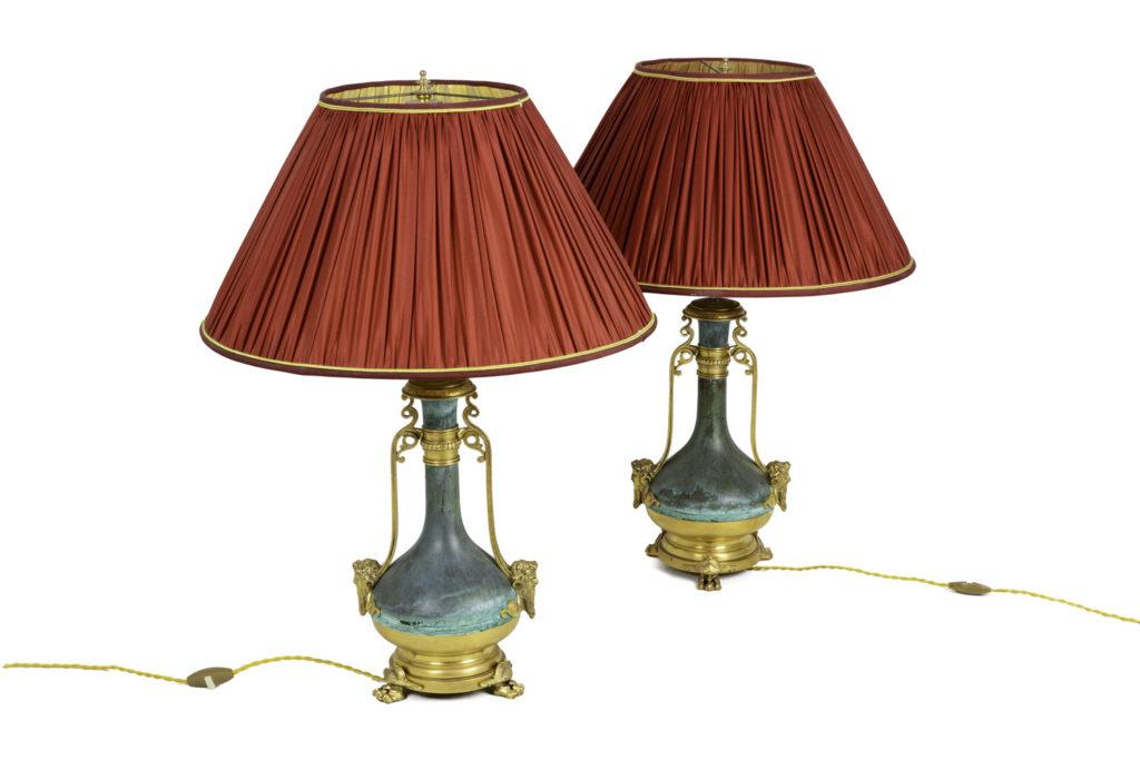 Paire de lampes en laiton patiné vert et doré, circa 1880