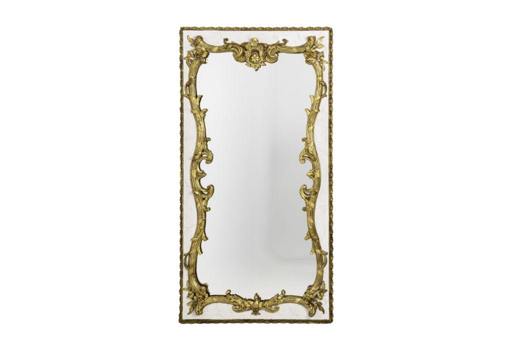 Miroir style Louis XV en bois laqué et stuc doré, circa 1880