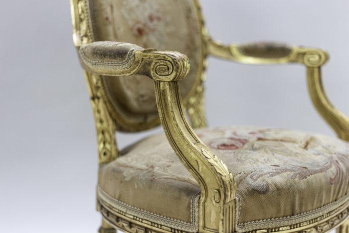 fauteuils style louis xvi bois doré tapisserie aubusson accotoir