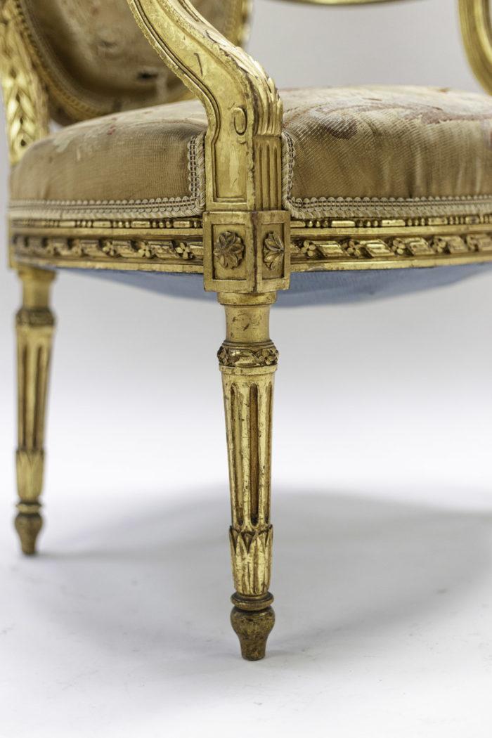 fauteuils style louis xvi bois doré tapisserie aubusson pied