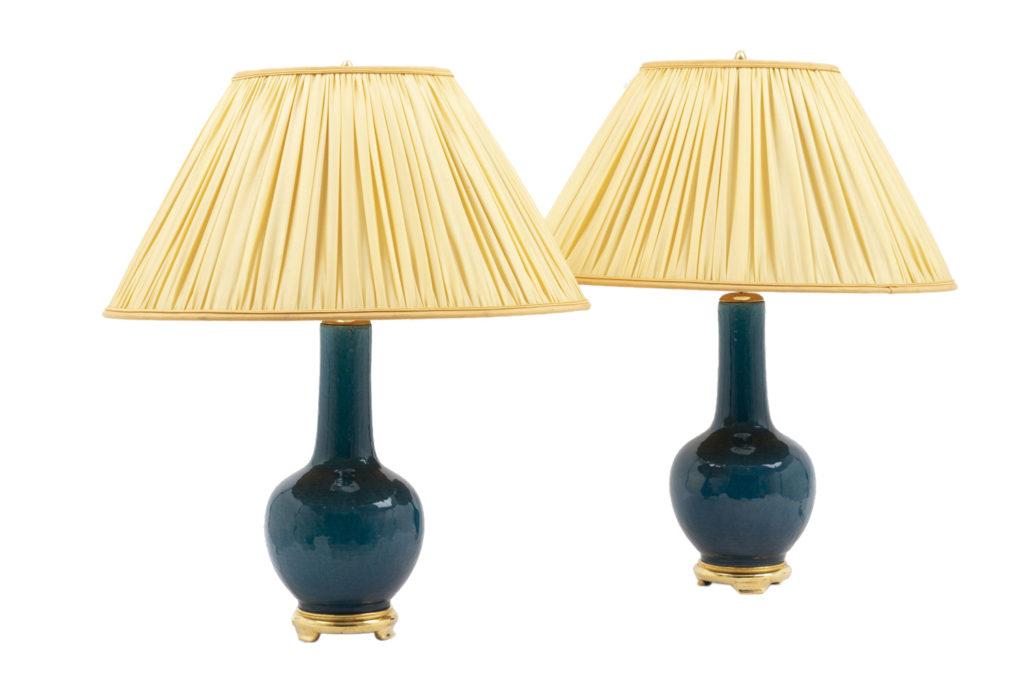 Paire de lampes en faïence bleue et bois doré, années 1950