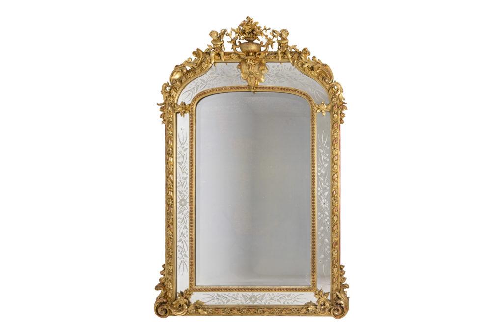 Grand miroir style Louis XVI à parcloses en bois doré, circa 1880