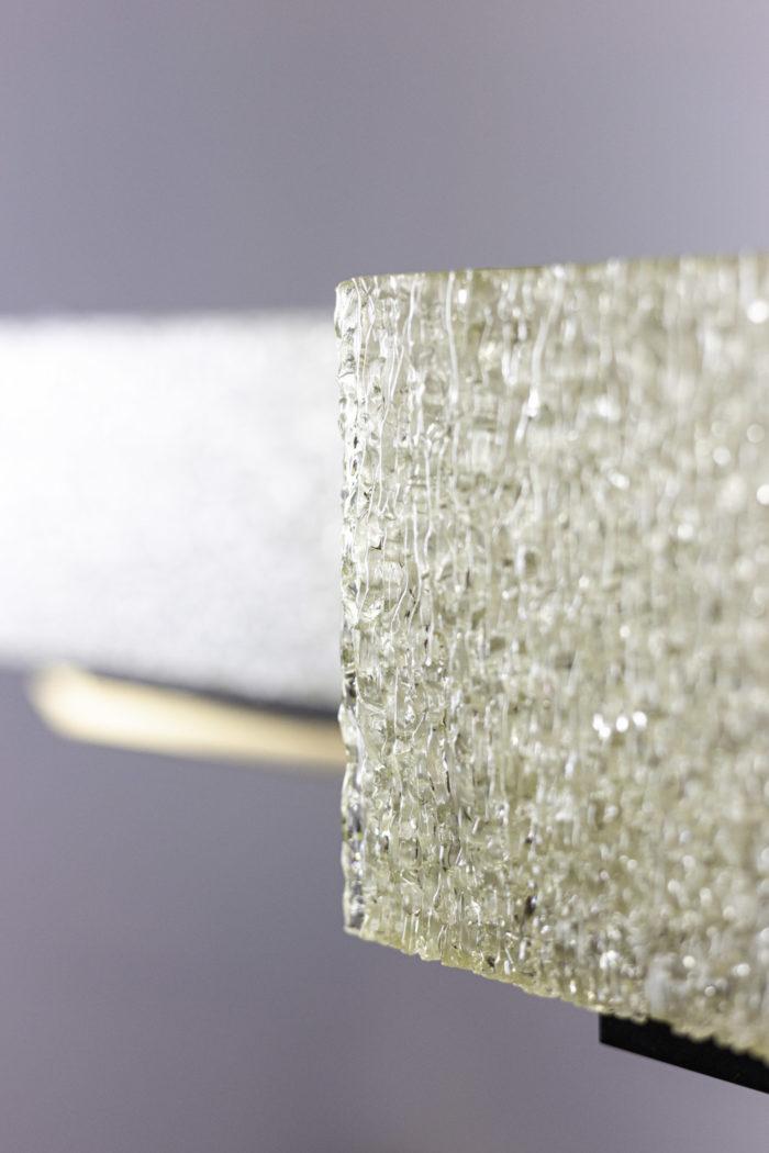 suspension résine granitée détail
