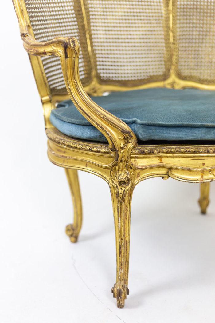 Marquise Louis XV en bois doré détail accotoir